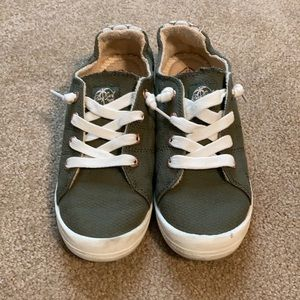 Roxy bayshore olive green slip on sneakers